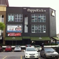 Photo taken at PappaRich by Qishin T. on 1/16/2011
