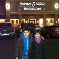 Photo taken at Barnes & Noble by Ale G. on 1/22/2012