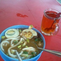 Photo taken at Mee Rebus Pak Long by koboi s. on 9/22/2011