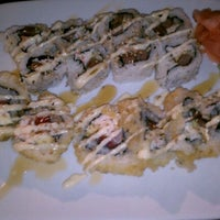 Photo prise au Carolina Sushi & Roll par Tamara N. le10/4/2011