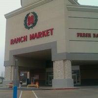 Снимок сделан в 99 Ranch Market пользователем Sylvia D. 11/24/2011