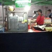 Снимок сделан в Black & White Burger пользователем Penarik B. 6/8/2012