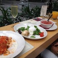 Photo taken at Obicà Mozzarella Bar Pizza e Cucina by Seredov on 8/4/2012