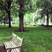 Foto tirada no(a) Washington Square por Elka E. em 5/9/2012