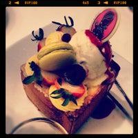 Das Foto wurde bei Dazzling Cafe Pink von Koolmocha am 2/24/2012 aufgenommen