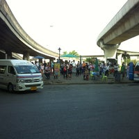 Photo taken at ท่ารถตู้ฟิวเจอร์(บ้านนา)-ราชมงคล ท่ารถบ้านนา by Boy™ ®. on 5/21/2012