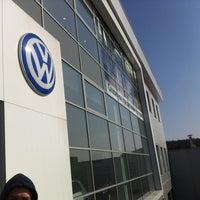 Снимок сделан в Volkswagen Центр Север пользователем Anton R. 3/16/2012