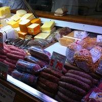 Foto scattata a Lucca Ravioli Company da Linda E. il 4/21/2012