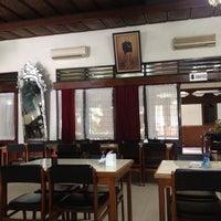 Photo taken at Ayam Goreng Ny. Suharti by Masmur P. on 3/8/2012