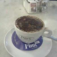 Foto tirada no(a) Fran's Café por Jose H. em 3/3/2012