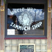 Foto scattata a Uncle Uber's da Daniel M. il 7/10/2012