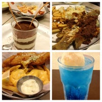 Photo taken at The Manhattan Fish Market by Levy B. on 5/19/2012