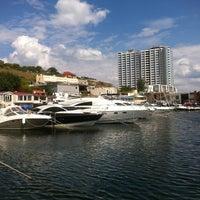 8/18/2012 tarihinde J. B.ziyaretçi tarafından Яхт-клуб «Посейдон»'de çekilen fotoğraf