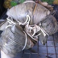 Photo taken at Nuntawan Steamed Dumpling by Potsawat M. on 2/26/2012