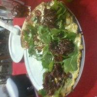 Photo taken at Pizza à Bessa by Tatiana B. on 2/19/2012