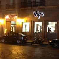 Photo taken at Vips by Verónica O. on 3/6/2012