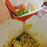 Photo taken at 웍앤박스 WOK N BOX by Syoung K. on 5/10/2012