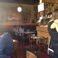 Das Foto wurde bei Caffe Trieste von Hubert F. am 6/10/2012 aufgenommen