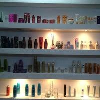 Foto tomada en Glamour Salon & Spa por OfertaSimple Panamá el 2/15/2012