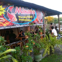 Photo taken at Minaria Warung Makan & Pemancingan by Ricky L. on 2/5/2012