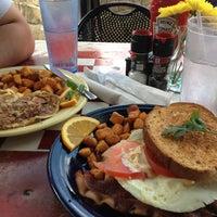 3/31/2012 tarihinde Cristina M.ziyaretçi tarafından Dry Creek Cafe'de çekilen fotoğraf