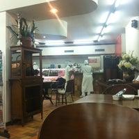 Photo taken at Palato Café by Arthur G. on 7/23/2012