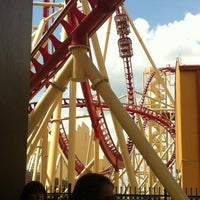 Photo taken at Hollywood Rip Ride Rockit by ROSINARA F. on 3/24/2012