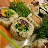 Foto tirada no(a) Sukiyaki por Alex G. em 6/21/2012