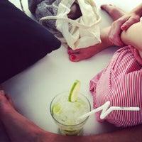 Foto tomada en La Daurada Beach Club por Ro G. el 6/10/2012