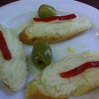 Foto tomada en La Taberna de Buendi por Ana A. el 6/17/2012