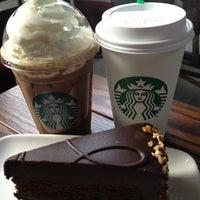 Foto tomada en Starbucks por Alberto C. el 4/8/2012
