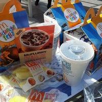 Foto tirada no(a) McDonald's por Rafael C. em 7/14/2012