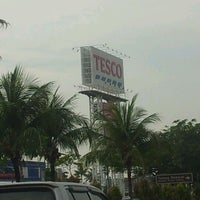 Photo taken at Tesco by Sharul E. on 4/6/2012