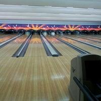 Photo taken at Lanna Bowling - Chiang Mai by Panwaris S. on 5/18/2012