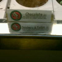 Photo taken at Chocolate Shoppe Ice Cream by JOSHUA 🇺🇸 J. on 8/3/2012