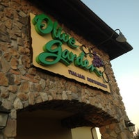 Photo taken at Olive Garden by Dustin T. on 1/28/2012