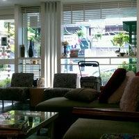 Photo taken at Le Cafe du Jardin by Suvicha W. on 10/16/2011