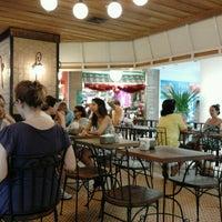 Photo taken at Cafeína by Roney B. on 12/22/2011
