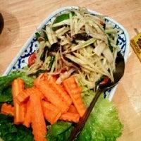 รูปภาพถ่ายที่ Palms Thai Restaurant โดย Noela D. เมื่อ 8/6/2012