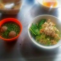 Photo taken at Mie Ayam Mie Le by Andri K. on 6/21/2012