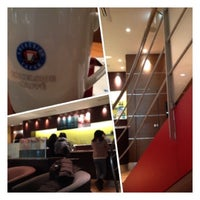Photo taken at EXCELSIOR CAFFÉ 自由が丘マリクレール通り店 by Fumihiko G. on 2/14/2012