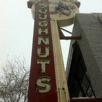 Das Foto wurde bei Top Pot Doughnuts von John C. am 1/19/2012 aufgenommen