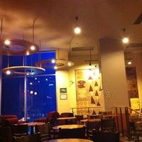 Photo taken at Starbucks by Zeynep Keskin on 10/12/2011
