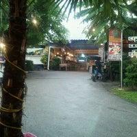 Photo taken at Puncak Mutiara Cafe by lekuq a. on 10/31/2011