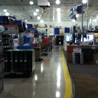 Photo taken at Best Buy by Cauê O. on 7/9/2012