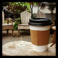 Foto tirada no(a) Caffe Fiore por Wyatt L. em 5/20/2012