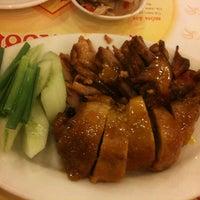 Photo taken at Com ga Hong Xuong by Willis P. on 8/31/2012