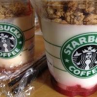 รูปภาพถ่ายที่ Starbucks โดย Dianne C. เมื่อ 7/23/2012