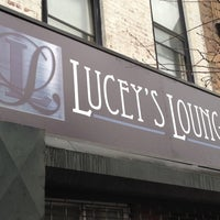 Das Foto wurde bei Lucey's Lounge von Boy_Lucey am 3/3/2012 aufgenommen