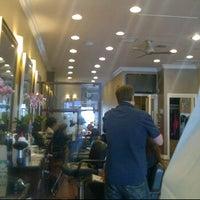 Das Foto wurde bei The Cottage Hair Salon von Stuart H. am 3/15/2012 aufgenommen